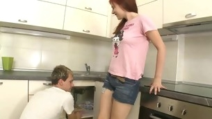 Beauty widens open her legs at the kitchen for wild fawning