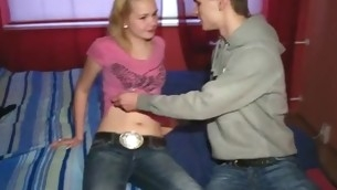 tenåring blowjob blonde barbert fitte